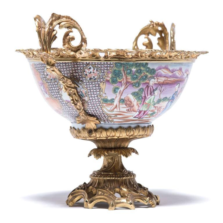 19th Century Chinese Porcelain and French Ormolu Centerpiece In Good Condition For Sale In Chicago, IL