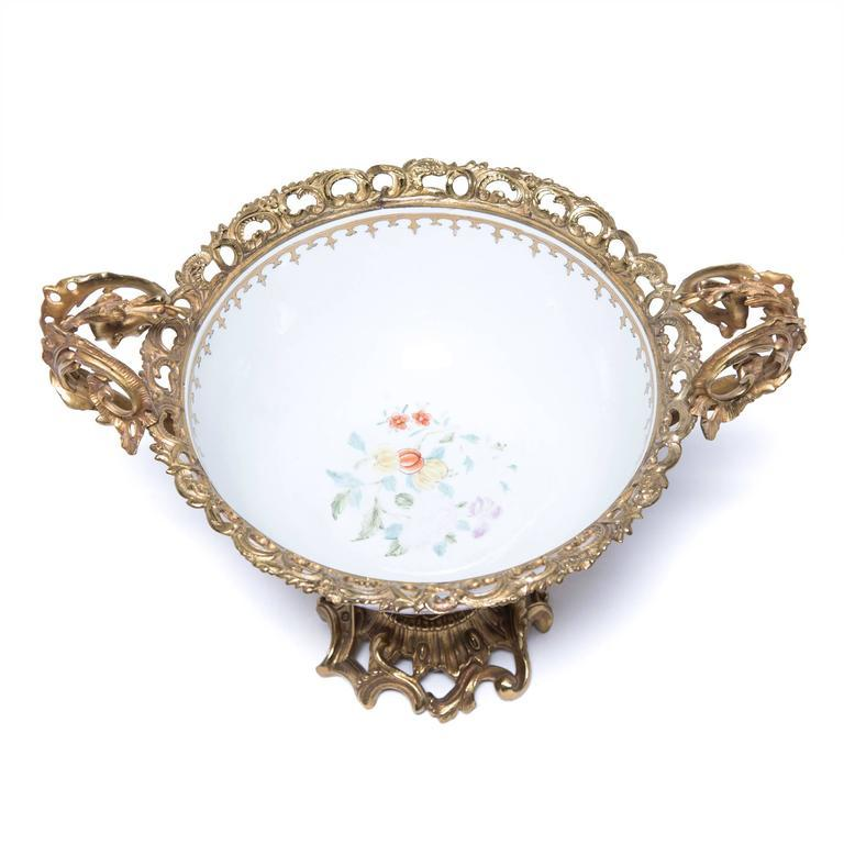 19th Century Chinese Porcelain and French Ormolu Centerpiece For Sale 1