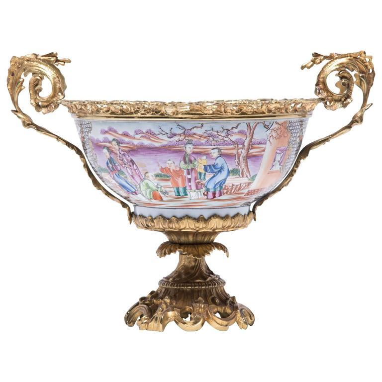 19th Century Chinese Porcelain and French Ormolu Centerpiece For Sale