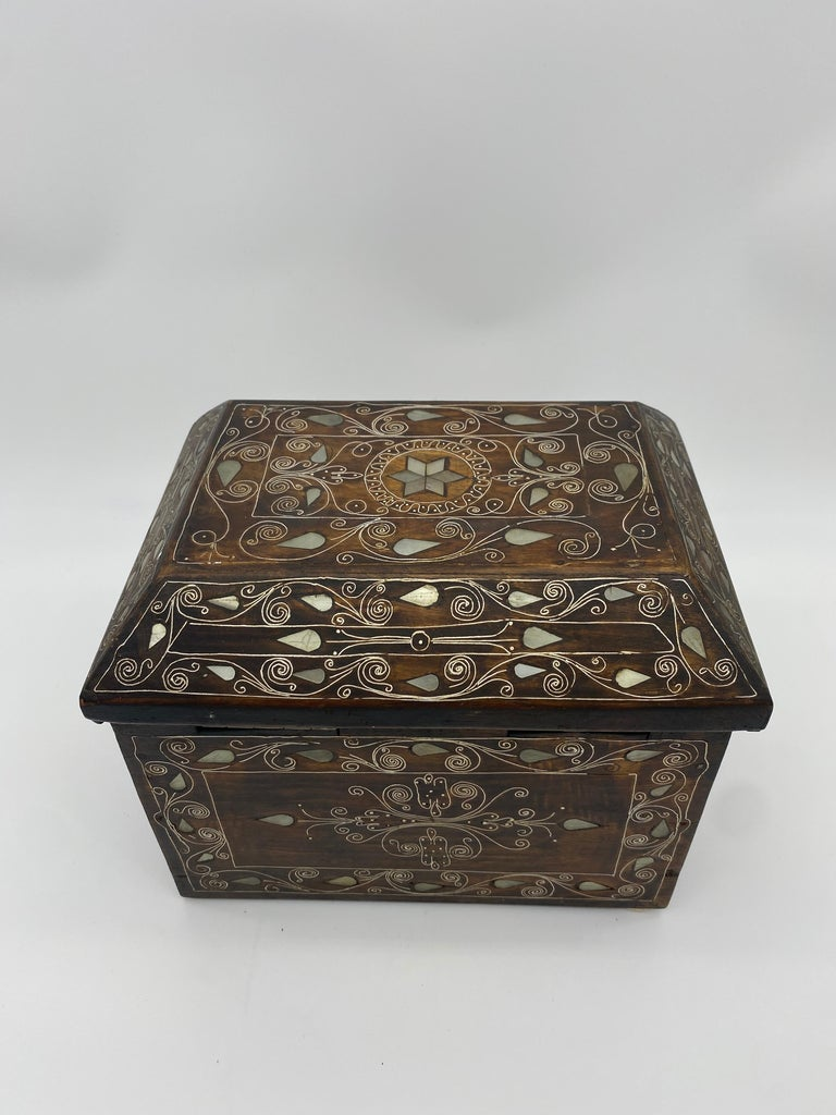 19th Century Chinese Silverwire Wooden Box Mother of Pearl Design For Sale 5