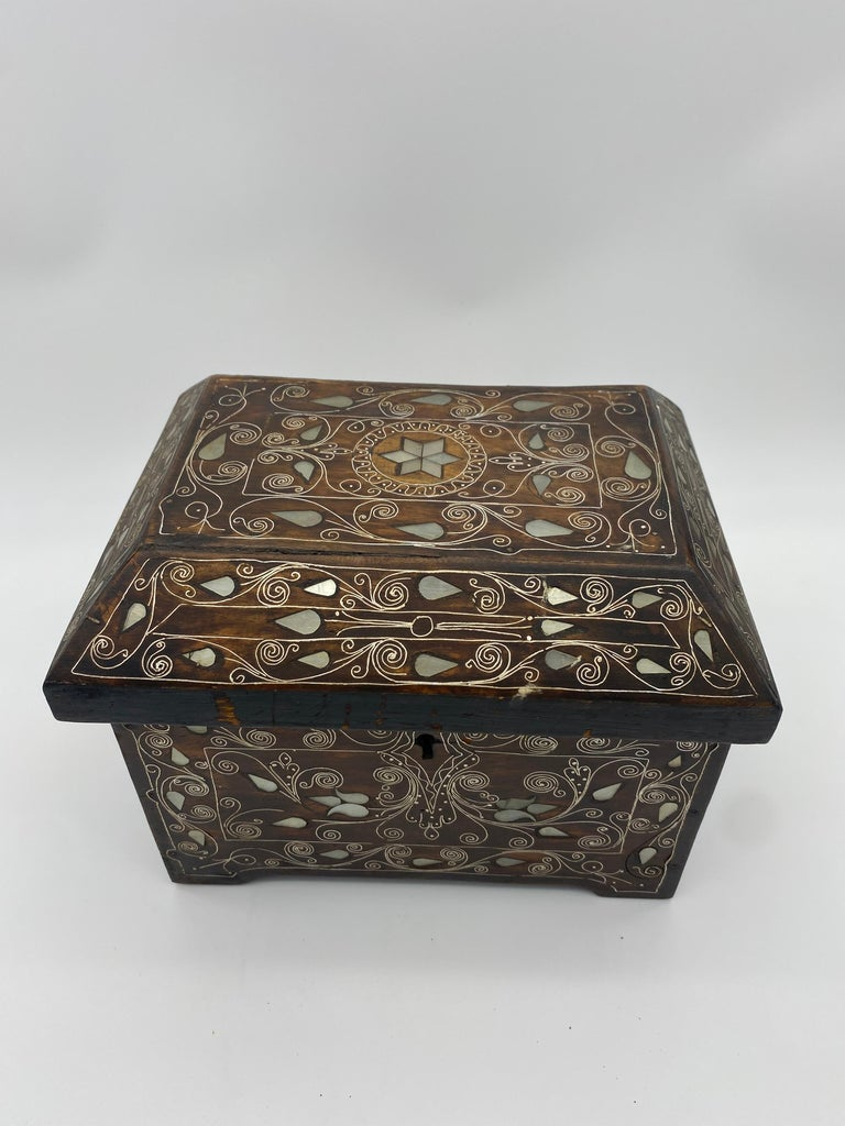 19th century Chinese silverwire wooden box with mother of pearl design from the Qing Dynasty. Beautiful intricate floral designs all-over.
