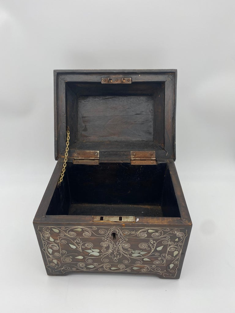 Woodwork 19th Century Chinese Silverwire Wooden Box Mother of Pearl Design For Sale