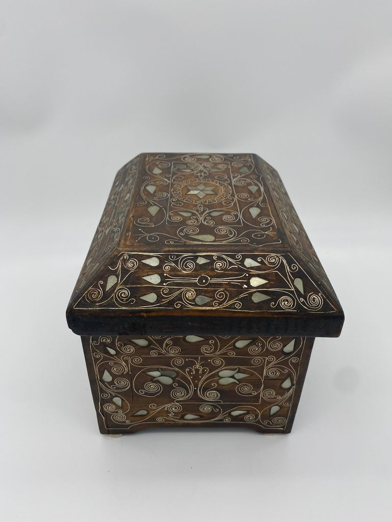 19th Century Chinese Silverwire Wooden Box Mother of Pearl Design For Sale 1