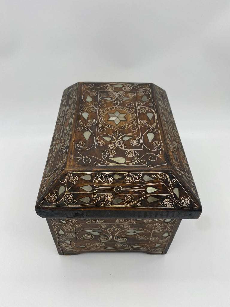 19th Century Chinese Silverwire Wooden Box Mother of Pearl Design For Sale 2