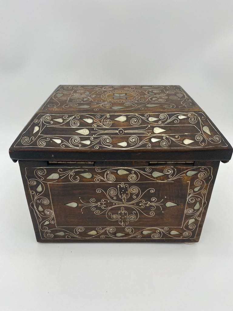 19th Century Chinese Silverwire Wooden Box Mother of Pearl Design For Sale 3
