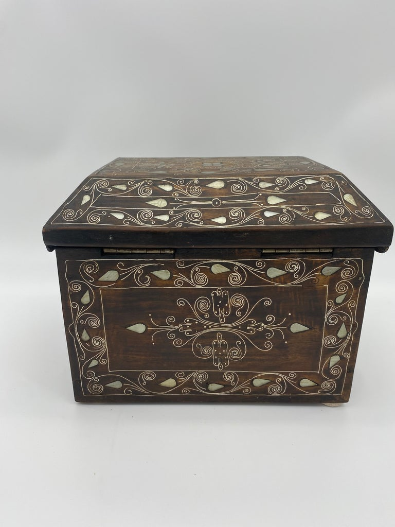 19th Century Chinese Silverwire Wooden Box Mother of Pearl Design For Sale 4