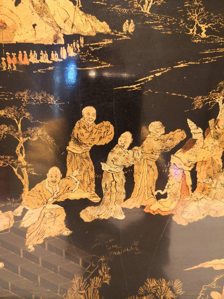 Chinoiserie tray in black wood with beautiful detailed scenerie in gold. Decorated with pastoral chinoiserie scenes, 19th century handmade. Backside black lacquered. Very good condition