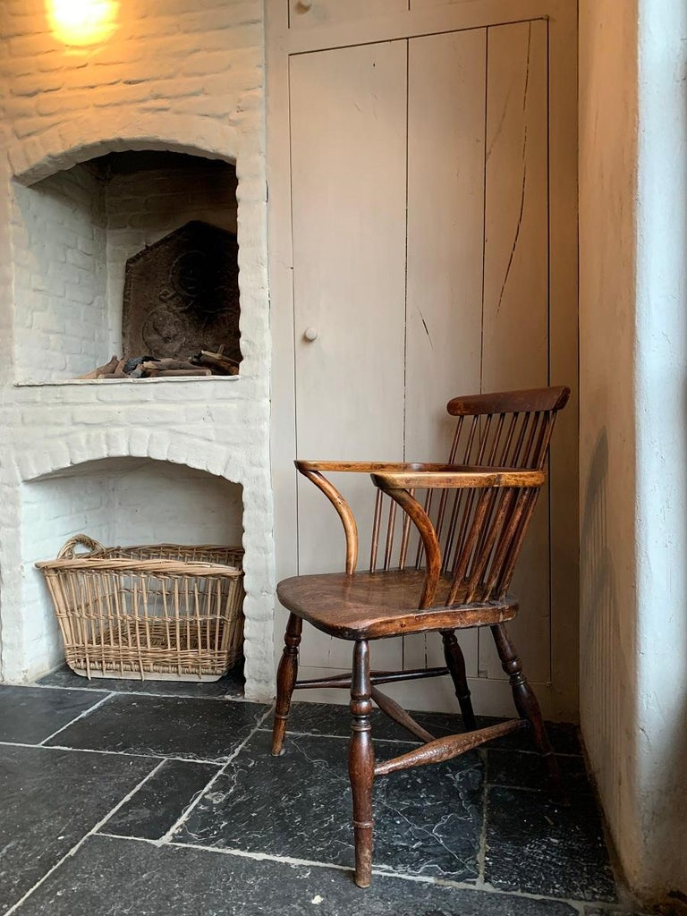 Elm 19th Century Comb Back Windsor Chair For Sale