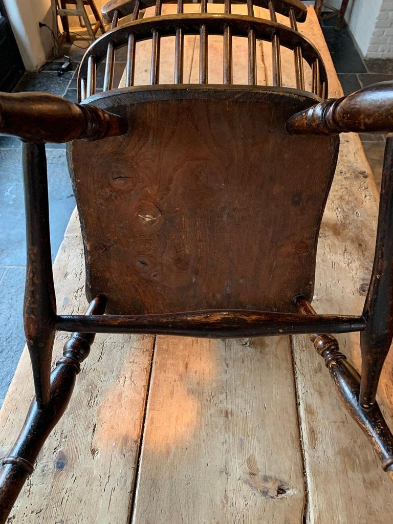 19th Century Comb Back Windsor Chair For Sale 3