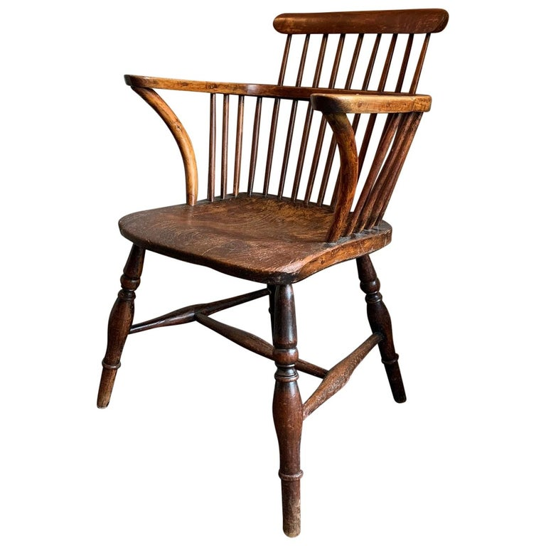 19th Century Comb Back Windsor Chair For Sale
