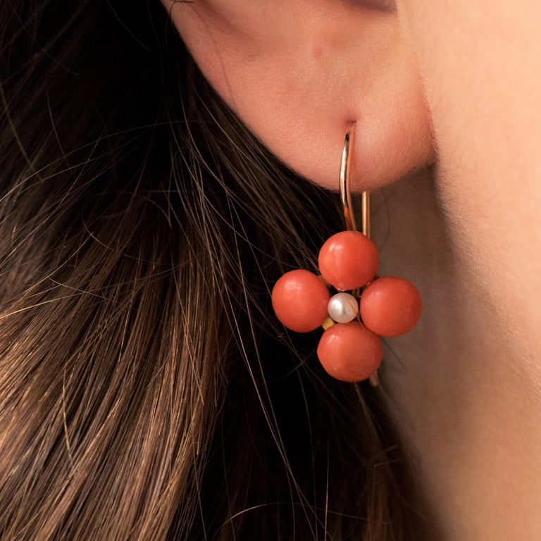 19th Century Coral Natural Pearls 18 Karat Rose Gold Clover Shape Earrings In Good Condition For Sale In Poitiers, FR