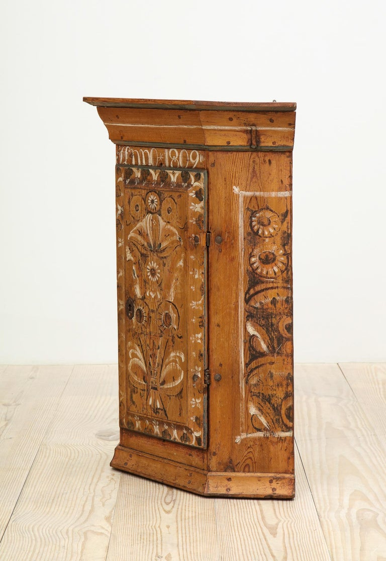 19th Century Dalarna Corner Cabinet, Sweden, Inscribed and Dated, Anno 1830 For Sale 4