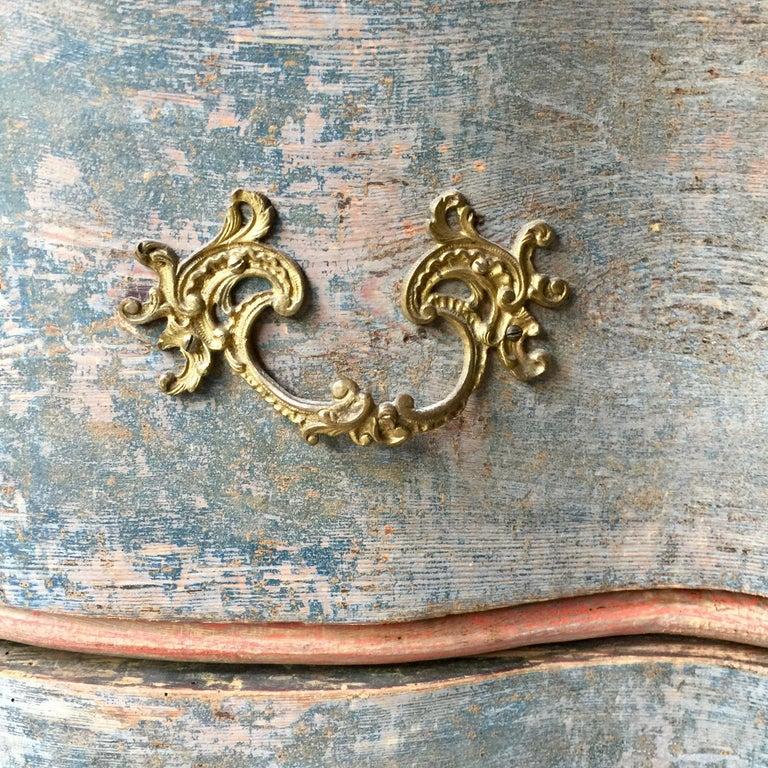 19th Century Danish Serpentine Front Chest in Original Color For Sale 2