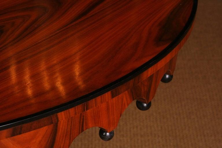 19th Century Elegant Oval Table in Biedermeier Style with Exotic Rosewood Veneer In Good Condition For Sale In Berlin, DE