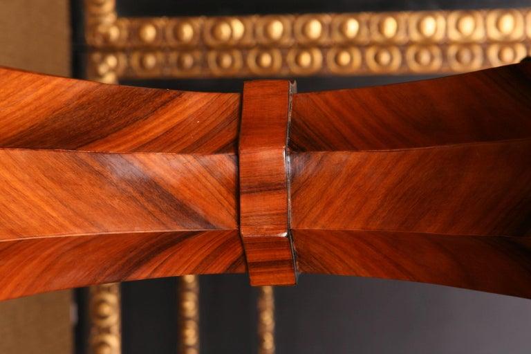 19th Century Elegant Oval Table in Biedermeier Style with Exotic Rosewood Veneer For Sale 1
