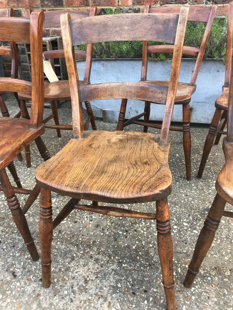 Harlequin Set Of Eight 19th Century Elm and Beech Windsor Bar Back Chairs In Good Condition For Sale In Billingshurst, GB