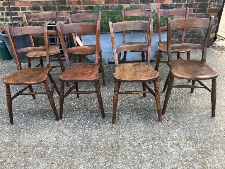 Harlequin Set Of Eight 19th Century Elm and Beech Windsor Bar Back Chairs For Sale 2