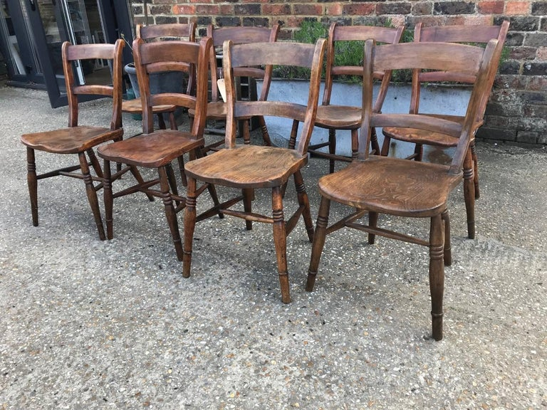 Harlequin Set Of Eight 19th Century Elm and Beech Windsor Bar Back Chairs For Sale 3