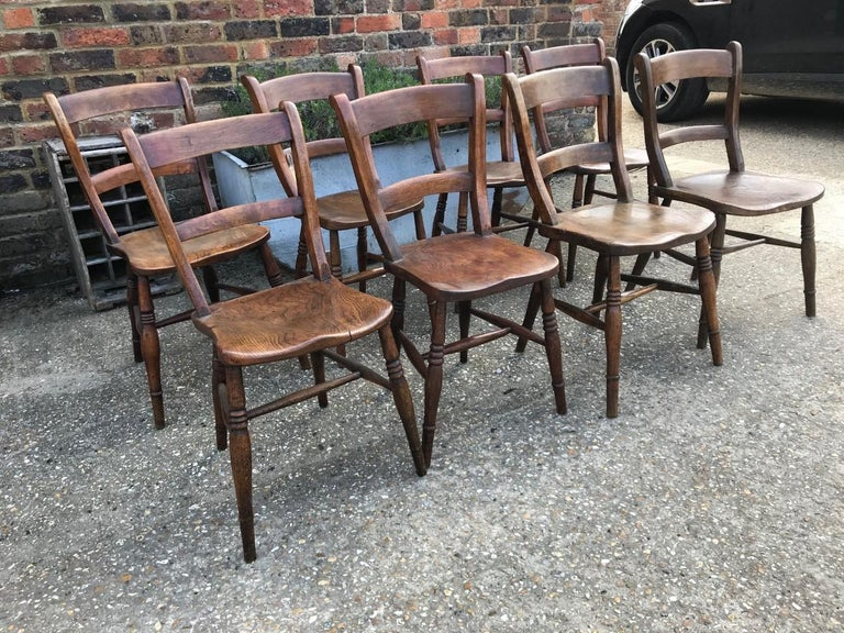 Harlequin Set Of Eight 19th Century Elm and Beech Windsor Bar Back Chairs For Sale 4