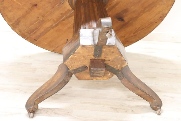 19th Century Empire Walnut Round Centre Table For Sale 4
