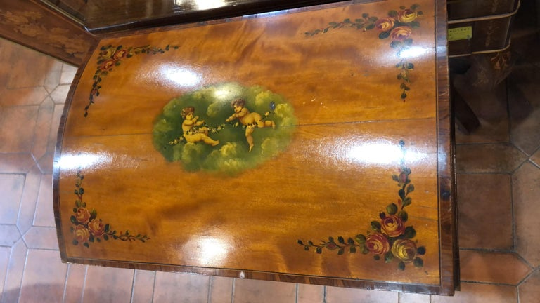 19th Century England Victorian Satinwood Wood Painted Dome Top Work Box, 1880s In Good Condition For Sale In Roma, IT