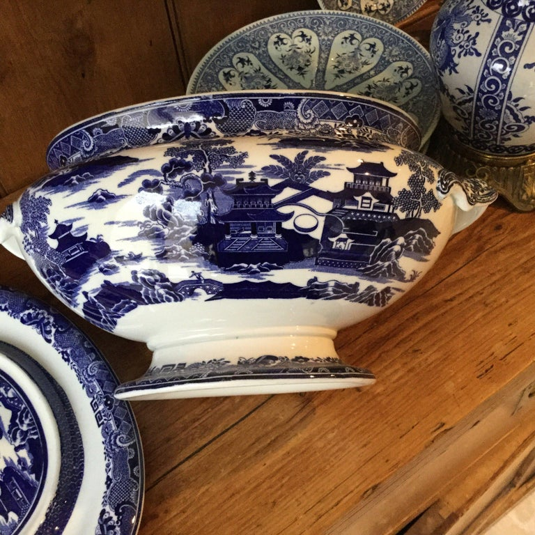 Antique English blue and white soup tureen with the underplate signed Copeland. Willow pattern. Measures: Underplate / 14.5