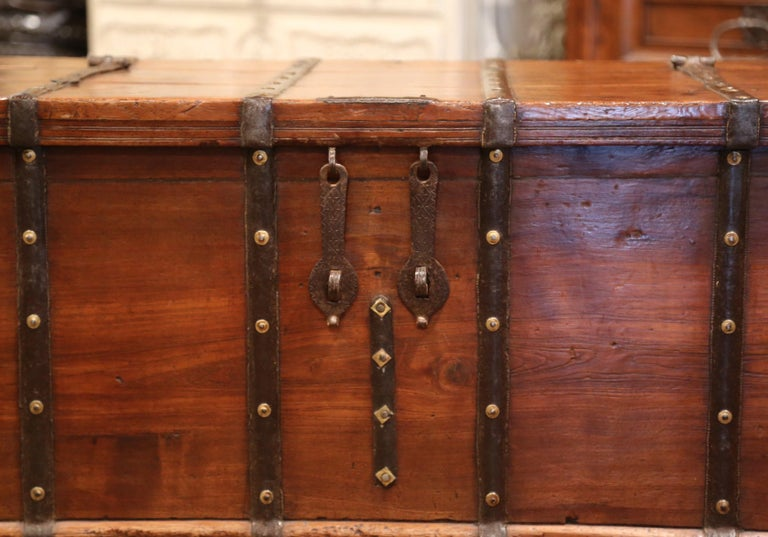 19th Century English Chestnut and Wrought Iron Strapping Coffee Table Trunk For Sale 1