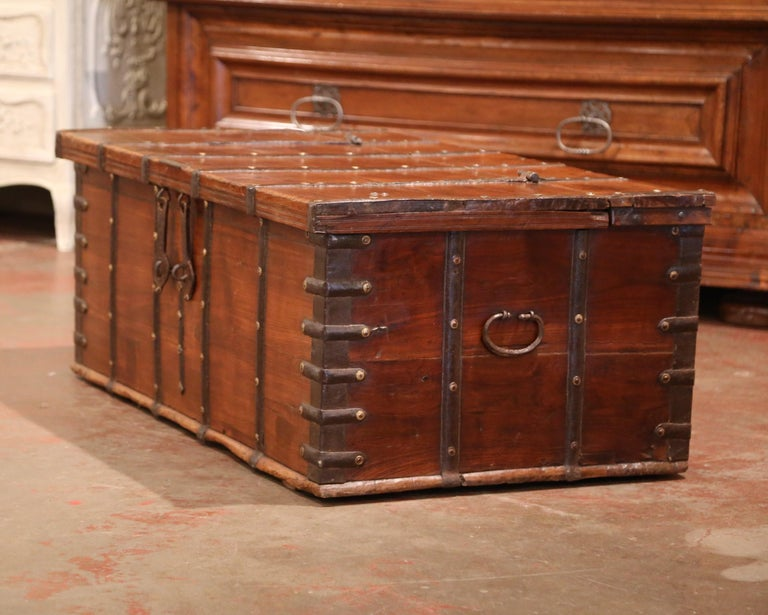 19th Century English Chestnut and Wrought Iron Strapping Coffee Table Trunk For Sale 2