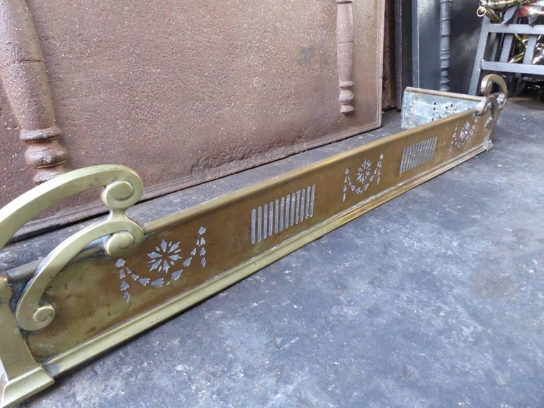 19th Century English Fireplace Fender For Sale 1