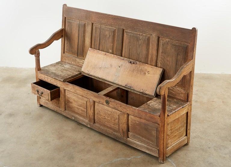 19th Century English Georgian Oak Box Settle Bench In Distressed Condition For Sale In Rio Vista, CA