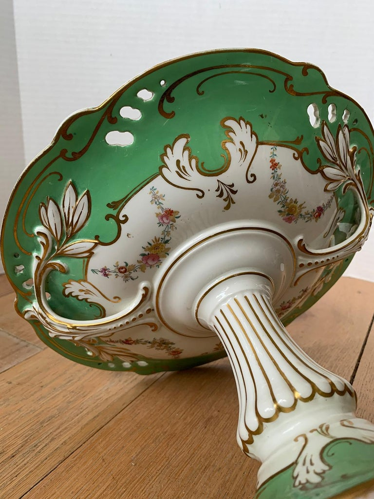 19th Century English Green & White Porcelain Compote with Gilt Details, Unmarked For Sale 7