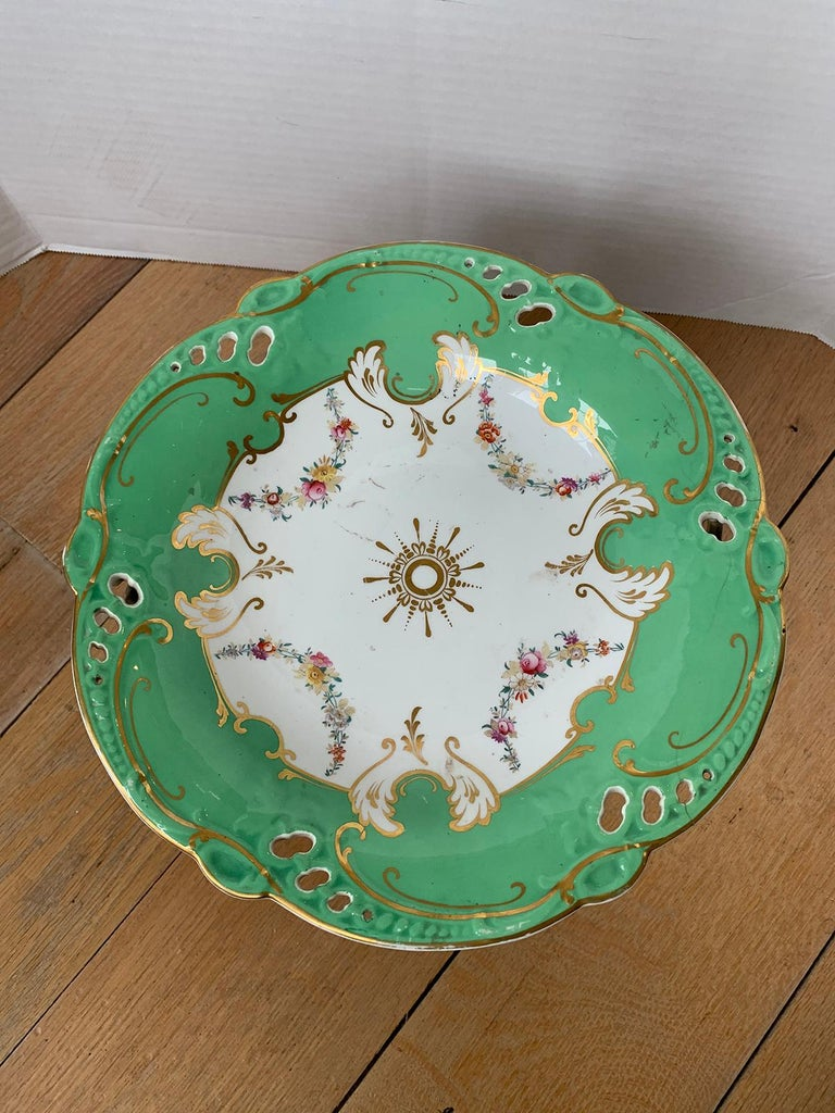 19th Century English Green & White Porcelain Compote with Gilt Details, Unmarked In Good Condition For Sale In Atlanta, GA