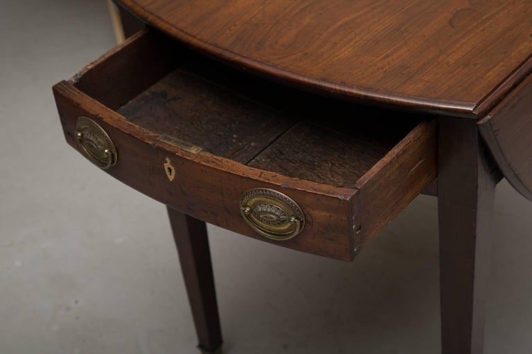 Hand-Crafted 19th Century English Mahogany Oval Pembroke Table For Sale