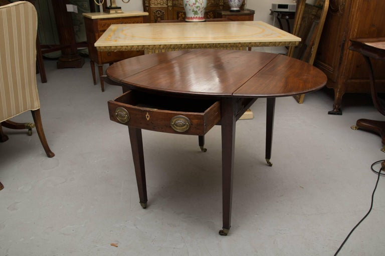 19th Century English Mahogany Oval Pembroke Table In Good Condition For Sale In WEST PALM BEACH, FL