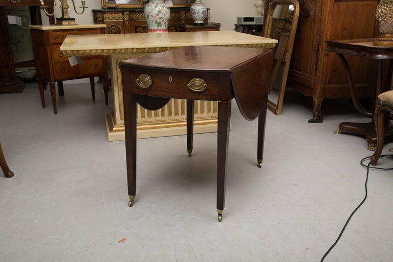 19th Century English Mahogany Oval Pembroke Table For Sale 3