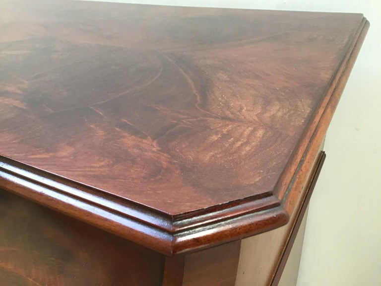 Late 19th Century 19th Century English Mahogany Veneer Vanity Table, 1890s For Sale