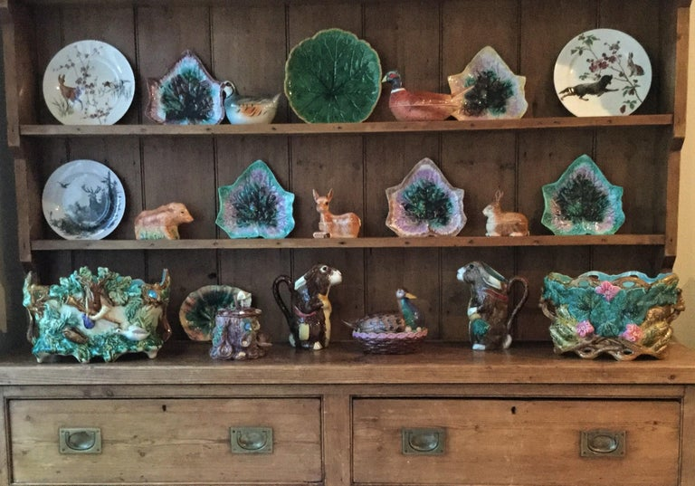 19th Century English Majolica Begonia Plate In Good Condition For Sale In The Hills, TX
