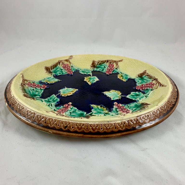 19th Century English Majolica Gothic Grapevine Theme Cheese Board or Bread Tray In Good Condition For Sale In Philadelphia, PA