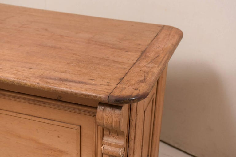 19th Century English Natural Wood Kitchen Island with Ample Storage For Sale 1