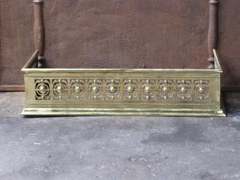Beautiful 19th century English Victorian fireplace fender. The fender is made of polished brass. The fender is in a good condition and is fully functional.