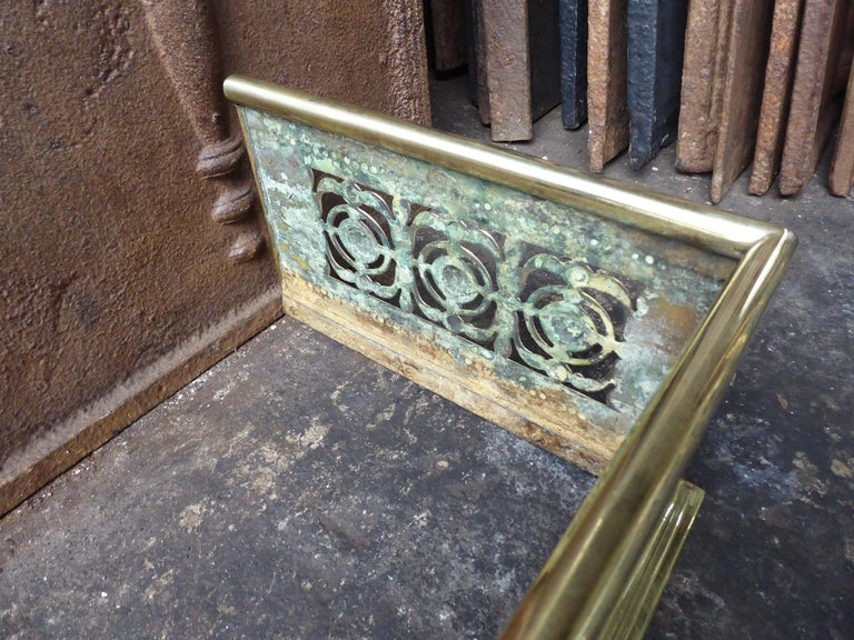 19th Century English Polished Brass Fireplace Fender or Fire Fender For Sale 2