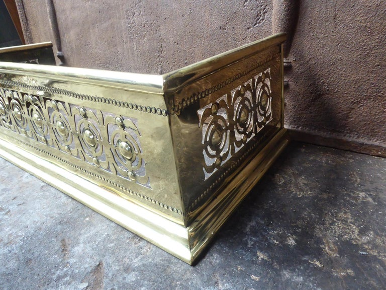 19th Century English Polished Brass Fireplace Fender or Fire Fender For Sale 4