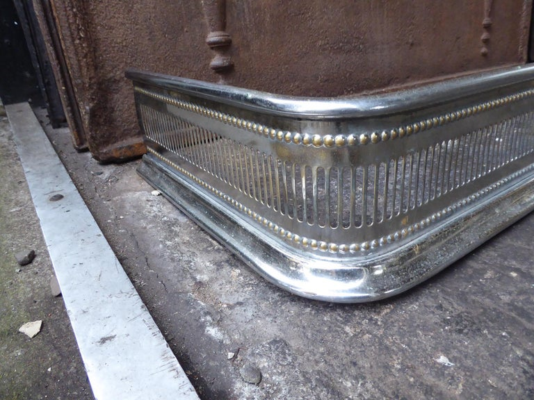 19th Century English Polished Steel Fireplace Fender or Fire Fender In Good Condition For Sale In Amerongen, NL