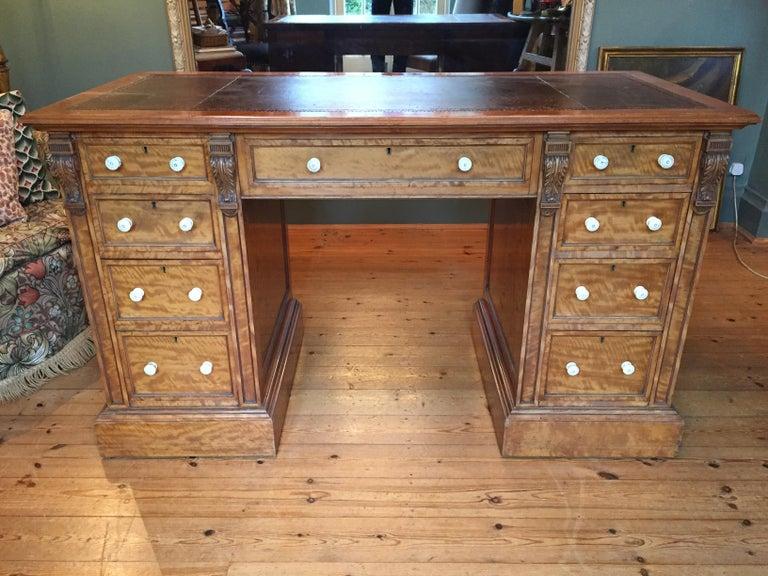 19th Century English Satinwood Pedestal Writing Desk with Original Leather Top In Good Condition For Sale In London, GB
