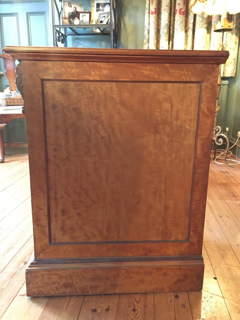 19th Century English Satinwood Pedestal Writing Desk with Original Leather Top For Sale 2