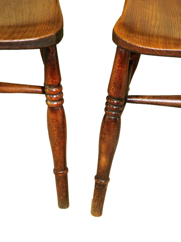 19th Century English Set of 8 Kitchen Windsor Dining Chairs In Good Condition For Sale In Bedfordshire, GB