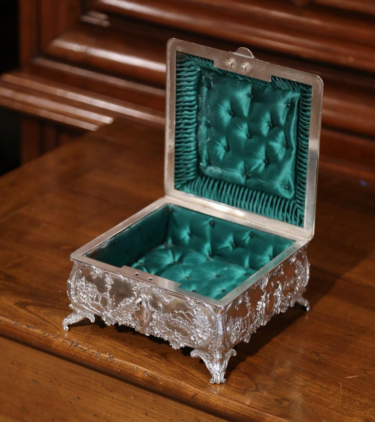 19th Century English Silver on Copper Ornate Embossed Sheffield Jewelry Casket In Excellent Condition For Sale In Dallas, TX