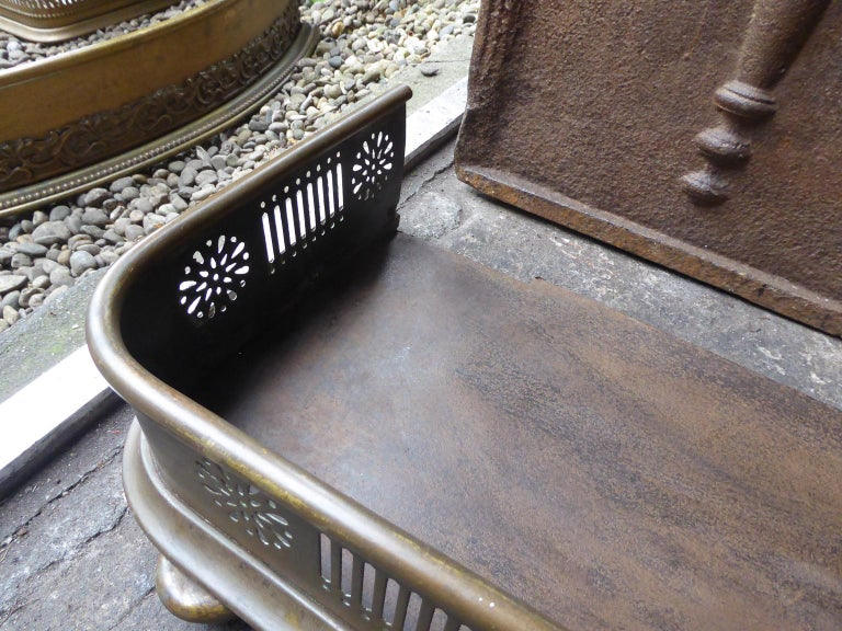 19th Century English Victorian Fireplace Fender or Fire Fender In Good Condition For Sale In Amerongen, NL