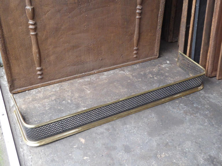 19th Century English Victorian Fireplace Fender or Fire Fender For Sale 2