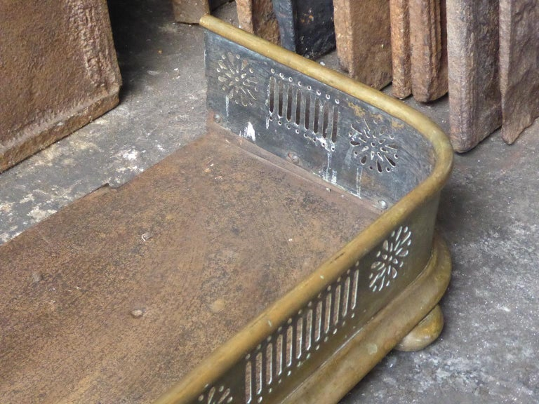 19th Century English Victorian Fireplace Fender or Fire Fender For Sale 4